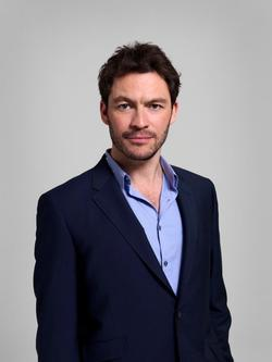 Dominic West image.