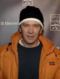 Timothy Hutton image.