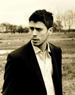 Toby Kebbell image.
